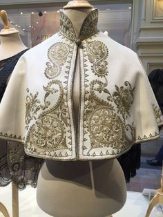 Cape Designs, Blouse Designs, Winter Fashion Outfits, Fashion Dresses, Fancy Robes, 1800s Fashion, Pakistani Dress Design, Poncho, Embroidery Dress
