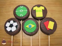 Mila Loss - Doces Decorados: Pirulitos de Alfajor - Tema Futebol Ronaldo Birthday, 7th Birthday, Birthday Cake, Football Cookies, Cupcake, Soccer Cake, Candy, Desserts, Brazil