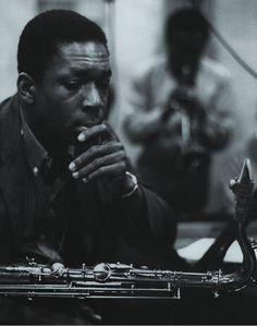 John Coltrane, Columbia Recording Studios, New York City (1958). En segundo término, Miles Davis.