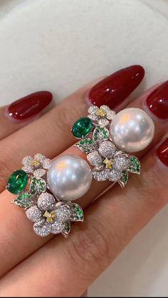 Diamond Jewelry, Gold Jewelry, Unique Jewelry, Jewelry Design, Jewlery, Diamond Tops, High Jewelry, Diamond Heart, Antique Gold