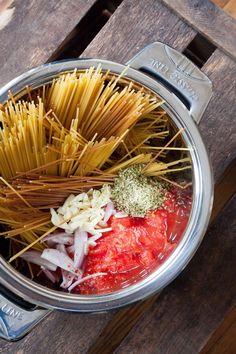 One Pot Pasta Grundrezept. Schnell, einfach und genial gut - http://kochkarussell.com