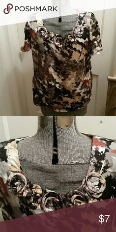 Short sleeve top Neutral short sleeve blouse with rosettes @ the neckline NY Collection Tops Blouses