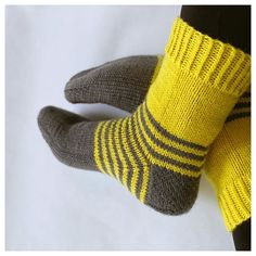 Knitted Socks Free Pattern, Crochet Socks, Knitting Socks, Free Knitting, Knit Crochet, Knitting Patterns, Sock Toys, Fingerless Mittens, Wool Socks