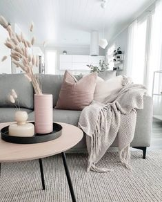 How To Decorate A Grey and Blush Pink Living Room Learn how to combine grey and pink for an amazing living room your guests will fall in love with! Get free tips and ideas for great home decor! - How To Decorate A Grey and Blush Pink Living Room Blush Pink Living Room, Living Room Grey, Living Room Modern, Home Living Room, Interior Design Living Room, Living Room Designs, Small Living, Pink Room, Grey Room