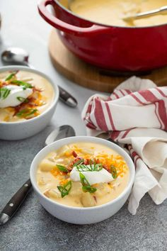 If you love baked potatoes with all the fixings, then you'll love Loaded Baked Potato Soup, packed with cheese, bacon, and sour cream. Best Soup Recipes, Easy Dinner Recipes, Beef Recipes, Cooking Recipes, Potato Recipes, Chilli Recipes, Potato Dishes, Top Recipes, Fall Recipes