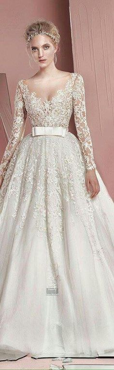 Vestido novia conservadora de encaje con mangas cinto con moño