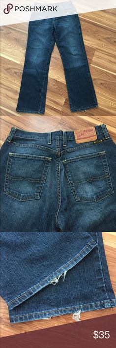"""Lucky Brand Men's Jeans size 30 Lucky Brand Men's Jeans. Size 30. Dungarees classic fit. 29.5"""" inseam. Minimal Fraying on bottoms and on right front pocket as shown in pics. Great condition overall. Lucky Brand Jeans Relaxed"""