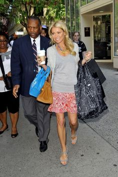 Kelly Ripa Photo - Kelly Ripa Grabs Coffee Before the Show