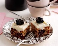 Blackberry and cinnamon sponge squares recipe