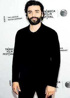 oskar-isaak: Oscar at the Mojave premiere at Tribecca Film Festival, 2015 Free Dc Comics, Oscar Isaac, Classy Men, Handsome Actors, Famous Men, Pretty Men, Celebrity Crush, Harley Quinn, Pretty People