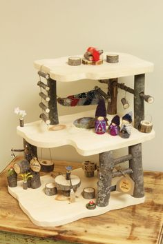 cabane-en-bois-fall-found-pour-poupees-waldorf-www-fallandfound-com-gn/ - The world's most private search engine Wooden Tree House, Tree Houses, Diy For Kids, Crafts For Kids, Muñeca Diy, Gnome House, Waldorf Toys, Homemade Toys, Wood Toys