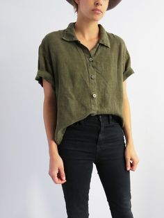 Outfit vintage Olive Linen Shirt // Vintage minimalist blouse SOLD Olive linen shirt / / minimalist blouse from the Sold Look Fashion, Fashion Models, Fashion Outfits, 2000s Fashion, White Fashion, Hijab Fashion, Fashion Women, Fashion Tips, Mode Style