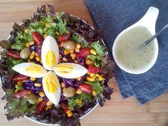 Dia bonito, céu azul e temperatura agradável combinam muito bem com uma salada colorida e saborosa. Afinal, quanto mais cores, mais nutrientes e vitaminas ela terá. Para complementar, um molho supe…