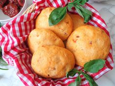 Focaccia z suszonymi pomidorami (Focaccia ai pomodori secchi)