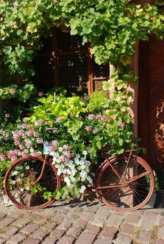 Recycled Bicycle Decor for the Home and Garden - via The Cottage Market