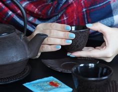 essie | udon know me | nails | playing koi kollektion | essieliebe |japan |tea time |lackschwarz