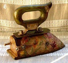 Photo by magicznaoctava Antique Iron, Vintage Iron, Vintage Laundry, Vintage Sewing, Vintage Antiques, Vintage Items, Deco Paint, Chabby Chic, Antique Sewing Machines