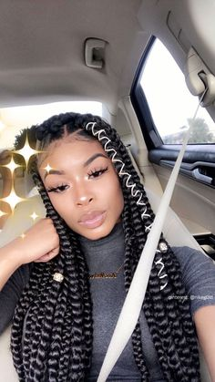 How to style the box braids? Tucked in a low or high ponytail, in a tight or blurry bun, or in a semi-tail, the box braids can be styled in many different ways. Big Braids, Girls Braids, Large Box Braids, Jumbo Box Braids, Ghana Braids, Black Girl Braids, Braids For Black Hair, Black Girls Hairstyles, Trendy Hairstyles