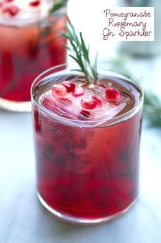 Pomegranate Rosemary Gin Sparkler -- Packed with pomegranate juice, rosemary simple syrup, and gin, this pomegranate and gin cocktail will help you get you through the long winter days Winter Cocktails, Best Gin Cocktails, Cocktail Syrups, Gin Cocktail Recipes, Cocktail With Gin, Drink Recipes, Cocktail Food, Cocktail Ideas, Picnic Recipes