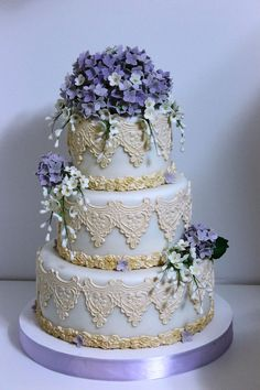 love this mashaAllah but maybe without such thick icing decor...meh. It looks nicer from far away - too much detail otherwise. Love the lavender colors though.