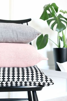 Via nordicdays.nl nurin kurin black pink grey ikea stockholm project an pin Scandi Style, Nordic Style, Scandinavian Style, Scandinavian Interiors, Lounge Design, Ikea Stockholm, Deco Rose, Style Deco, Nordic Home