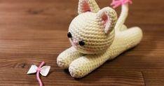 Crochet Keychain Pattern, Crochet Shoes Pattern, Crochet Basket Pattern, Crochet Amigurumi Free Patterns, Crochet Yarn, Valentines Day Cat, Cat Amigurumi, Amigurumi Minta, Yarn Dolls