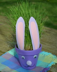 I made this super easy Easter Bunny flower pot the other day. It would be fun to make with the kids for your Easter table centerpiece or to decorate your window ledge for spring. I purchased the w… Easter Activities, Easter Crafts For Kids, Summer Crafts, Holiday Crafts, Holiday Fun, Fun Crafts, Easter Ideas, Scout Activities, Easter Stuff