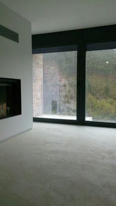Aplicacion de suelo de microcemento en piso particular en Aoiz ( Navarra)