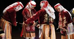Turkish female dancers performing the a dance are often performed at weddings. International Dance, Female Dancers, Dancing Day, Dance Fashion, Lets Dance, Culture, Traditional, Beautiful, Clothes