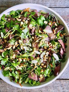 asiatisk biffsalat Frisk, Asian Recipes, Noodles, Tex Mex, Nom Nom, Salads, Good Food, Lunch, Google Search