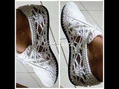 La labor de punto por el gancho sapozhki sobre la suela - la cinta chiné \\\\\\Crochet boots with soles - openwork pattern Crochet Sole, Crochet Shoes Pattern, Crochet Sandals, Crochet Boots, Crochet Shirt, Shoe Pattern, Crochet Slippers, Diy Crochet, Crochet Clothes