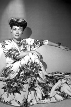Joan Crawford, 1946 She's done it again. Joan shows us how to do floral prints and statement jewels. Absolutely stunning.