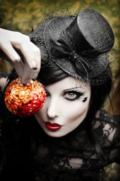 Gothic ideas: hat and feathery eye make-up Gotische Ideen: Hut- und Federaugen-Make-up Gothic Steampunk, Gothic Art, Gothic Girls, Steampunk Fashion, Gothic Fashion, Gothic Images, Gothic Glam, Steampunk Halloween, Steampunk Clothing