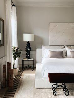 home interior Name to Know: Colin King, a NYC-based Interior Stylist Brunch on Chestnut Home Decor Bedroom, Bedroom Furniture, Modern Bedroom, Furniture Design, Interior Livingroom, Furniture Removal, Master Bedrooms, Wooden Furniture, Art For Bedroom