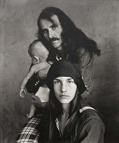 Irving Penn - Hippie Family, San Francisco, 1967 (S.F.Poster artist Alton Kelley and family.) Repinned by www.lecastingparisien.com