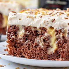 BAILEYS CHOCOLATE POKE CAKE Poke Cake Recipes, Poke Cakes, Dessert Recipes, Dessert Ideas, Bread Recipes, Yummy Recipes, Recipies, Chocolate Cake Mixes, Homemade Chocolate