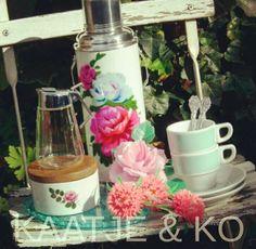 Coffee time!! Combineer retro & vintage in prachtige pastels. Check www.kaatje-en-ko.com #pastel #mosa #bavaria #kitschkitchen