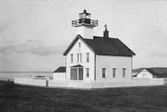 Photographs, history, travel instructions, and GPS coordinates for Admiralty Head Lighthouse.