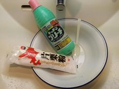 Paste made of equal quantities of bleach and katakuriko (potato starch) to get rid of mould in bathroom seals