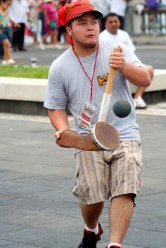 """Ulama de Mazo: gioco tradizionale Messicano. L'Ulama è uno spettacolare gioco di palla simile al gioco azteco """"Ullamaliztli""""."""