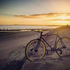 Just look at it | The Bumblebee a Mango Bikes classic | Regram @superfastjelly #singlespeed #bikes #sunset #weekend #payday #wales #beach #explore