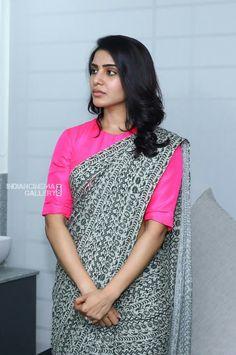 Saree Blouse Neck Designs, Fancy Blouse Designs, Trendy Sarees, Fancy Sarees, Traditional Blouse Designs, Saree Wearing, Sari Dress, Elegant Saree, Saree Look