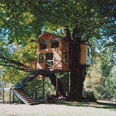 Have you ever considered living in a treehouse? These custom treehouses may just inspire you to get your eco-friendly home building plans off the ground.data-pin-do=