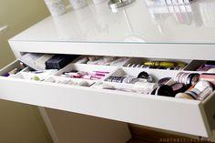 Agu Blog / blog kosmetyczny / blog o urodzie i stylu życia: moje centrum dowodzenia | toaletka Malm i organizacja kosmetyków kolorowych