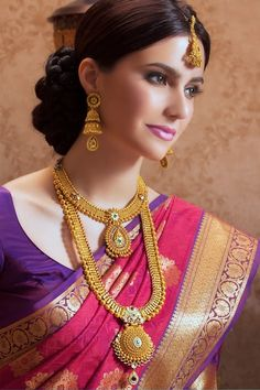 Wedding jewelry is a vital part of bridal wear. Many brides underestimate the need for selecting the most appropriate jewelry. South Indian Jewellery, Indian Jewellery Design, Jewellery Designs, Indian Bridal Wear, Indian Wedding Jewelry, India Wedding, Saree Wedding, Wedding Dresses, Gold Bridal Jewellery Sets