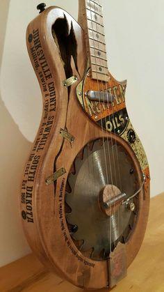 Junksville Guitar Pretty awesome! Confira aqui http://mundodemusicas.com/lojas-instrumentos/ as melhores lojas online de Instrumentos Musicais.