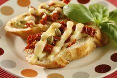 Grzanki z bakłażanem i suszonymi pomidorami #breakfast #omnomnom #smacznastrona #śniadanie #pyszne #mniam