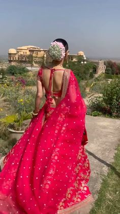 Indian Gowns Dresses, Indian Fashion Dresses, Dress Indian Style, Indian Designer Outfits, Indian Bridal Outfits, Indian Bridal Fashion, Stylish Dresses For Girls, Stylish Dress Designs, Wedding Lehenga Designs