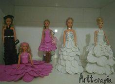 Bonecas com roupas de E.V.A. Contato: Rosamaria Bráz, (61)998109968 (whatsapp)