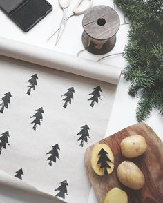 Make a simple chirstmas wrapping paper